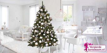 gedecoreerde-kerstboom-Cold-Artic-sfeer